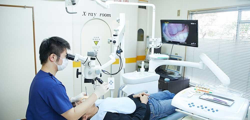 マイクロスコープを使用の歯科医院